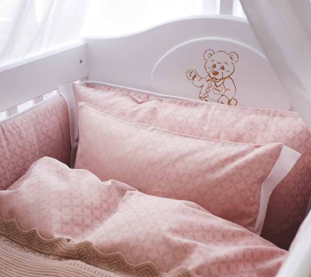 oval-babybed-smallworld