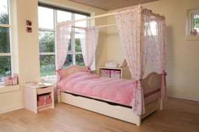 Four poster bed Small World Classic