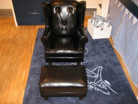 Mini Samantha chair with ottoman